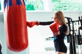 ボクシング女性