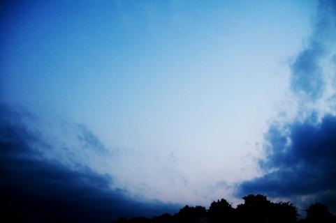 曇り空イメージ