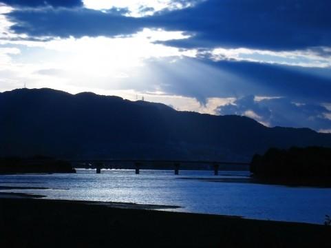 青空と湖イメージ