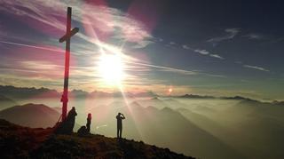 頂上登山イメージ